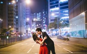 Картинка дорога, девушка, city, город, Love, здания, дома, поцелуй, Любовь, пара, офис, сооружения, мужчина, girl, road, …
