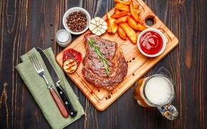 Картинка пиво, нож, мясо, доска, вилка, овощи, соус, специи, картофель, фри