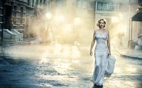 Обои свет, улица, дома, макияж, фигура, платье, актриса, прическа, блондинка, красотка, тротуар, в белом, фотосессия, прожектора, ...