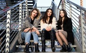 Картинка взгляд, лица, модели, сидят, Gaia, Ilaria, Ester