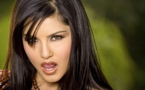 Картинка взгляд, модель, брюнетка, Sunny Leone