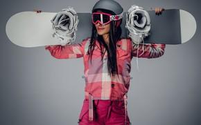 Обои штаны, костюм, очки, девушка, брюнетка, спортсменка, фон, сноубордистка, шлем, куртка, смуглая, сноуборд, доска, поза