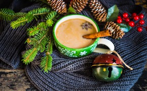 Картинка зима, ветки, ягоды, праздник, доски, новый год, рождество, ель, шарф, кружка, напиток, шишки, бубенчик