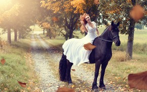 Картинка дорога, осень, листья, девушка, деревья, настроение, конь, лошадь, платье