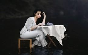 Обои вода, девушка, стол, стул