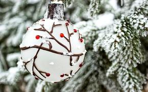 Обои ветки, шар, новый год, ёлка, зима, праздник, снег, ель, игрушка