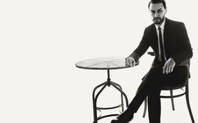 Обои костюм, стул, фото, 2016, L'Uomo Vogue, James McAvoy, Джеймс МакЭвой, актер, фон, Tom Munro, стол, ...