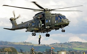 Картинка gun, soldier, sky, weapon, cloud, helicopter, rifle, helmet, uniform, seifuku, Royal Navy, Merlin, kumo, AgustaWestland ...