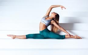 Картинка девушка, поза, гимнастика, фигура, ступени, шатенка, шпагат, растяжка