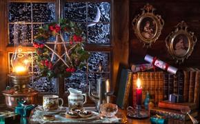 Картинка портрет, венок, книги, подарки, окно, печенье, свиток, лампа, свеча