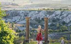 Картинка девушка, воздушные шары, настроение, колонны