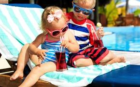 Картинка лето, дети, отдых, полотенце, мальчик, сок, очки, шезлонг, девочка, друзья, Boys, Juice, Little girls