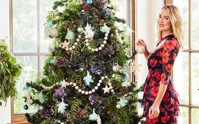 Обои радость, улыбка, праздник, игрушки, новый год, макияж, платье, прическа, блондинка, ёлка, Лорен Конрад, Lauren Conrad