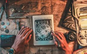 Обои блокнот, book, замок, бумажник, монеты, clock, карта, фото, фломастер, arms, wallet, marker, рисунок, линзы, Castle, ...