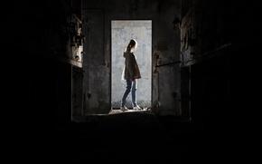 Картинка девушка, двери, дом