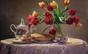 Картинка скатерть, натюрморт, блюдце, блины, тарелка, тюльпаны, букет, чашка, фон, сметана, чай, стол, цветы, ваза, чайник