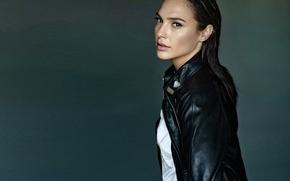 Картинка girl, model, look, actress, Gal Gadot, leather jacket
