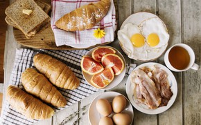 Картинка яйца, хлеб, цитрусы, скатерть, бекон, круассаны