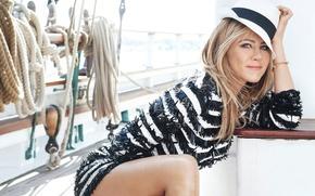 Картинка поза, модель, шляпа, яхта, платье, актриса, прическа, блондинка, канаты, Дженнифер Энистон, Jennifer Aniston, фотосессия, Marie …