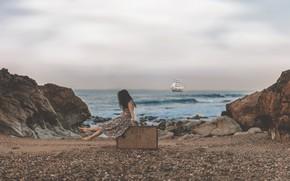 Обои чемодан, парусник, галька, скалы, корабль, море, девочка