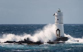 Картинка море, волны, небо, солнце, брызги, камни, маяк, горизонт, Италия, Ligthouse Mangiabarche, Calasetta