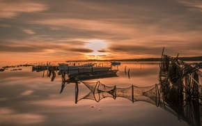 Картинка ночь, сети, озеро, лодки