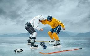 Обои лёд, клюшки, пейзаж, кулаки, хоккеисты, коньки, униформа, шлемы, ситуация, фон, снег, перчатки, шайба, хоккей, снежинки, ...