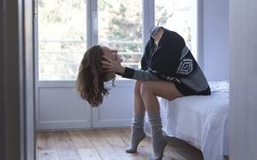 Картинка girl, robot, legs, bed, rendering, digital art, artwork, situation, head, sitting, socks, Cyborg, cables, sweater, …
