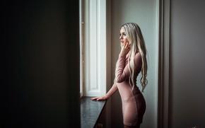 Картинка поза, модель, макияж, фигура, платье, прическа, блондинка, стоит, сексуальная, у окна, Maria, Misho Jovicic