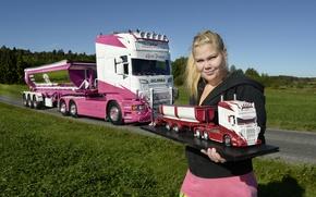 Картинка взгляд, девушка, Девушки, блондинка, грузовик, Scania, пышка, молель авто