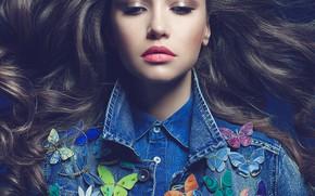 Картинка бабочки, портрет, макияж, брюнетка, прическа, наряд, рубашка, красотка, джинсовка