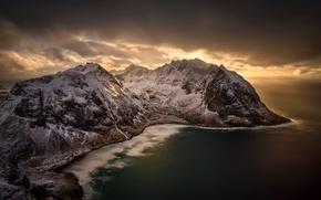 Обои Kvalvika Beach, Норвегия, море, Norway, побережье, панорама, зима, горы, снег, вид сверху, тучи, Lofoten, Лофотенские ...