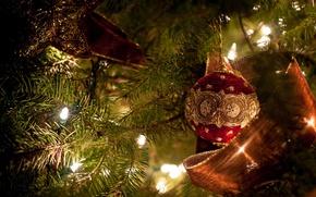 Картинка праздник, игрушки, звезда, новый год, шар, рождество, лента, ёлка, украшение, лампочки