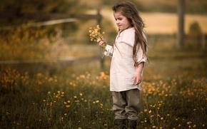 Картинка лето, цветы, природа, детство, настроение, волосы, деревня, луг, девочка, рубашка, стоит, букетик, былое, деревенская, одежда …
