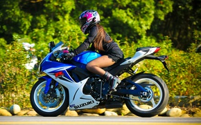 Обои шлем, Suzuki GSX-R, девушка, мотоцикл, Suzuki