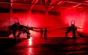Картинка красное, Jaguar, освещение, ангар, пилоты, истребитель-бомбардировщик, SEPECAT