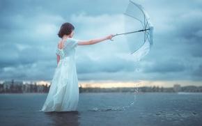 Обои вода, девушка, зонт