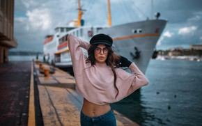 Картинка девушка, поза, корабль, причал, очки, кепка, свитер, Hakan Erenler, Negin