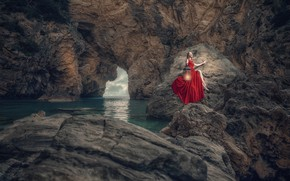 Обои Оzcan Оzen, девушка, фонарь, ущелье, море