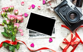 Картинка цветы, фото, розы, букет, камера, рамка, лепестки, подарки, сердечки, love, vintage, photo, wood, pink, camera, …