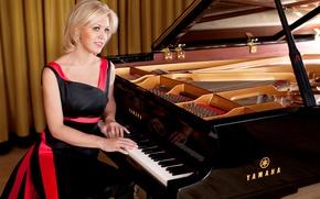 Картинка улыбка, красное, платье, рояль, черное, блондинка, красавица, россия, yamaha, кареглазая, пианистка, Olga Kern, Ольга Керн