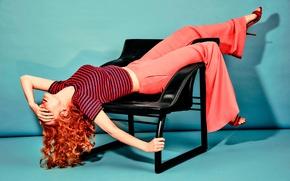Картинка поза, актриса, стул, туфли, кофточка, рыжеволосая, фотосессия, брюки, Jessica Chastain, Джессика Честейн, The Edit, Net-A-Porter, …