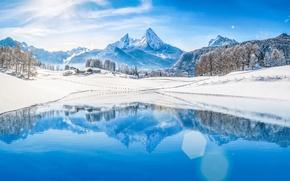Обои небо, озеро, водоем, деревня, вершины, деревья, мороз, снег, домики, простор, облака, холмы, голубой, вода, зима, ...