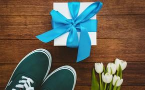 Картинка цветы, подарок, кеды, букет, лента, тюльпаны, white, белые, wood, flowers, tulips, gift, sneakers