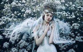 Обои длинные волосы, голубые волосы, настроение, девушка, Bella Kotak, принцесса, поза, цветы, руки, стиль