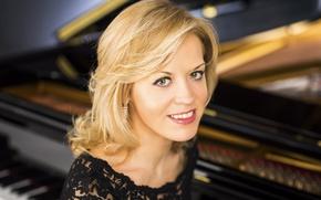 Обои пианистка, красавица, белозубая, Steinway & Sons, Ольга Керн, Olga Kern, улыбка, блондинка, кареглазая