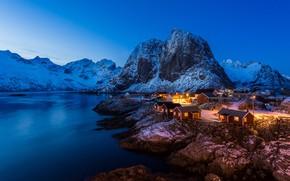 Картинка зима, свет, снег, горы, скалы, дома, фьорд