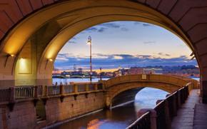 Картинка мистика, фонарь, Эрмитаж, сумерки, набережная, гранит, Нева, Зимняя канавка, Эрмитажный мост, Санкт-ПеТербург