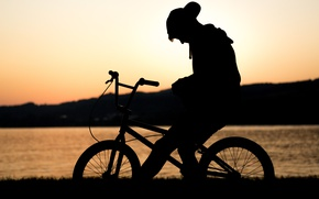 Картинка закат, велосипед, озеро, одиночество, силуэт, парень, ожидание, bmx