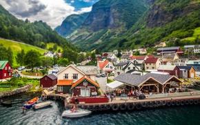 Картинка деревья, лодки, причал, Норвегия, домики, деревушка Ундредал, фьорд Аурландс